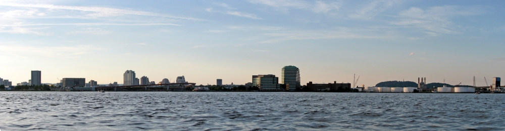 New_Haven_Skyline_Panorama_from_Mid-Harbor_(4807508238)